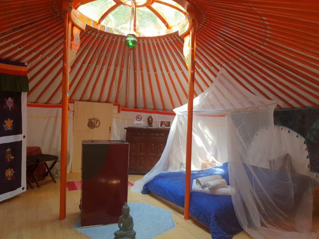 interno yurta ecosostenibile